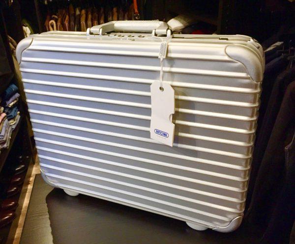 RIMOWA 900.09.00.0 ATTACHE Notebook L 12L リモワ アタッシュ ノートブック 12L ビジネスバッグを買取しました!
